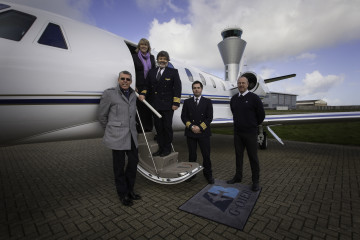 Aviation_Beauport_Staff_and_aircraft_at_Jersey_airport
